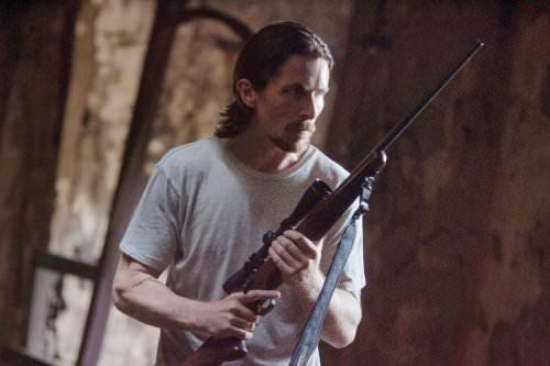 Russell (Christian Bale) kann auch anders: Wenn es um seinen Bruder geht, kennt er keine Gnade © Tobis Film