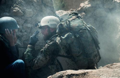 Wenn die Taliban angreifen, müssen Jesper (Ronald Zehrfeld) und Tarik (Mohsin Ahmady)  auf einander aufpassen