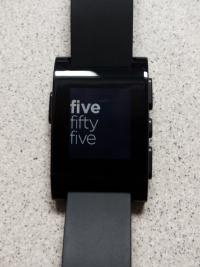 Mal ein anderes Watchface. Im entsprechenden Watchface-Store gibt es Hunderte kostenlos zu laden.