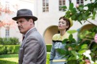 Eddie Mannix (Kosh Brolin) versucht, gegenüber der Klatschpresse (Tilda Swinton) die Entführung zu vertuschen.