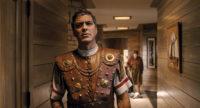Barid Whitlock (George Clooney) wird entführt und wacht an einem fremden Ort auf...