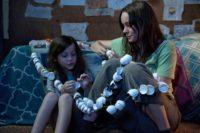 Ma (Brie Larson) und Jack (Jacob Tremblay) versuchen, ihr Leben im Raum so gut wie möglich zu erleben