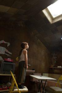 """Jack (Jacob Tremblay) glaubt nicht an eine Welt außerhalb von """"Oberlicht""""."""