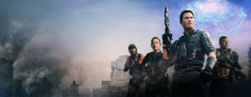 Die Protagonisten stehen vor einer zerstörten Stadt, im Hintergrund sieht man ein Zeitportal